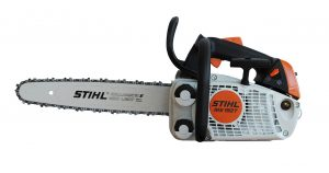 How to Operate a Chainsaw